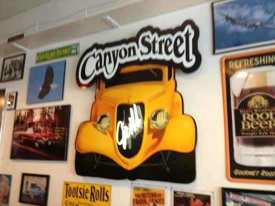Canyon Street Grill: decor