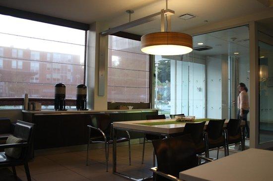 Element Lexington: Part of breakfast area/Entrance to hotel