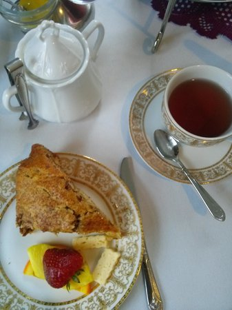 Tea On The Tiber: Tea and scone