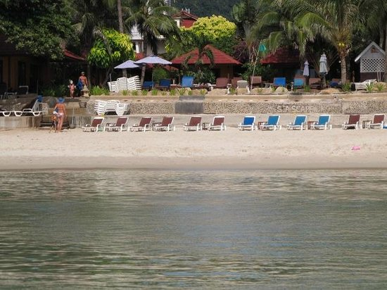 Seascape Beach Resort: view from beach to hotel
