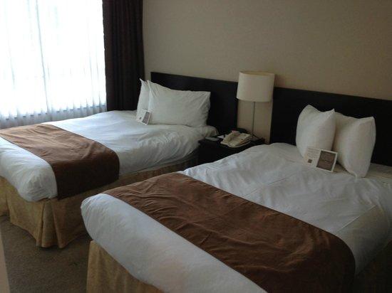 Carmana Plaza: room