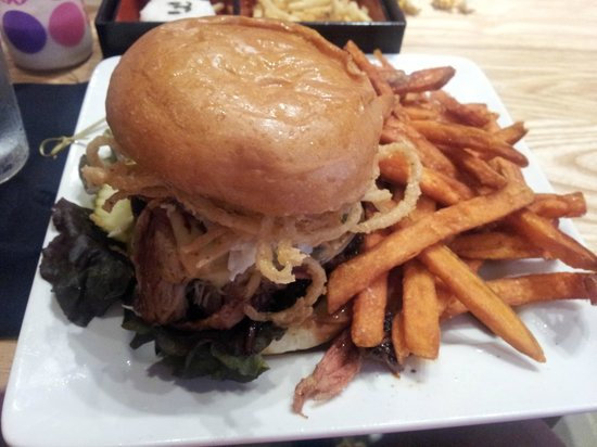 The Cowfish Sushi Burger Bar: Porky's Revenge