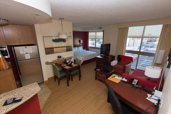 Residence Inn Norfolk Downtown: What the room looked like.