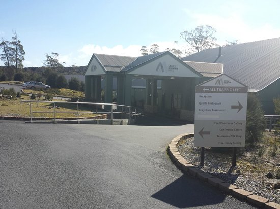 Cradle Mountain Hotel: The entrance