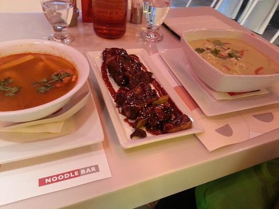 Noodle Bar Syntagma : Soup dishes and pork ribs fare better here :)