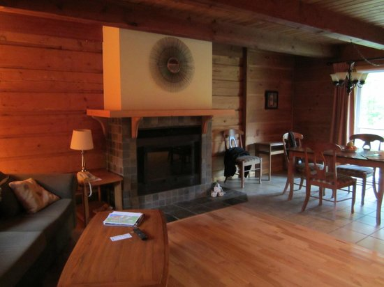Auberge du Lac Morency: living room