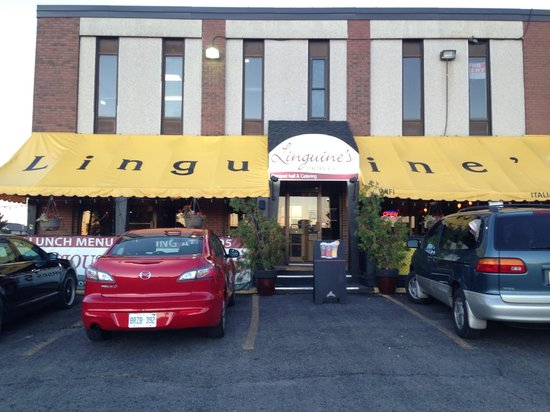Linguine's Italian Restaurant: Front Entrance