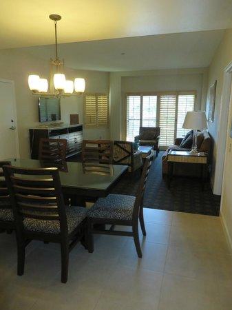 Welk Resort San Diego: Dining/Living area