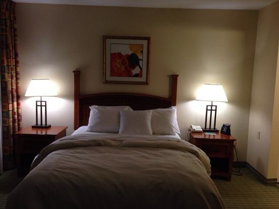 Homewood Suites by Hilton Stratford: bed