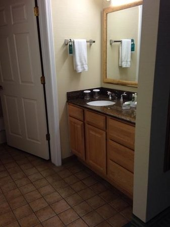 Homewood Suites by Hilton Stratford: bathroom