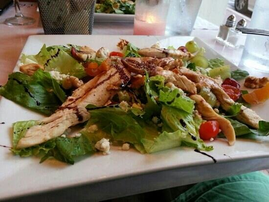 Otentic Fresh Food Restaurant: Otentic Salad! Well presented and delicious!