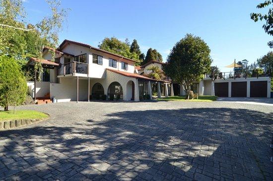 Redwood Park Apartments Exterior 3