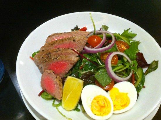 Holiday Inn Perth City Centre: Nicoise Salad - at Seven 88 Restaurant