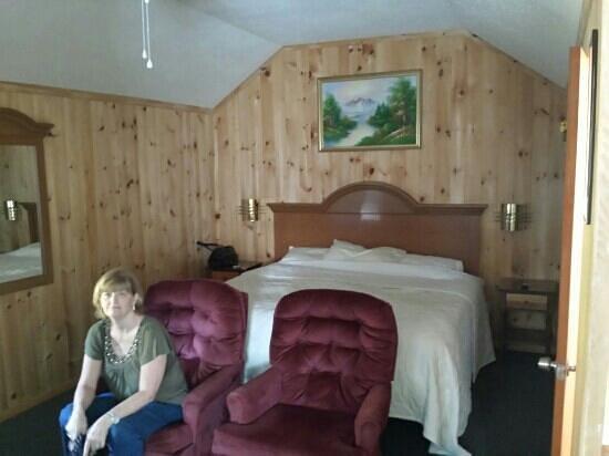 Sunnyside Motel & Cottages : inside our cottage