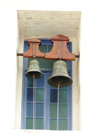 Sao Goncalo Church : Sinos na lateral da Ig. de São Gonçalo