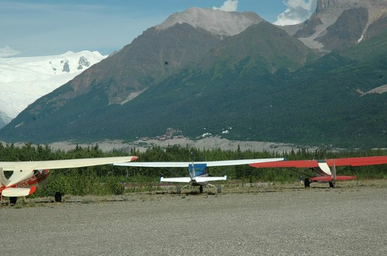 Wrangell Mountain Air - Day Trips: Mine view from the airport