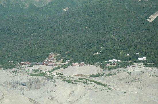 Wrangell Mountain Air - Day Trips: Kennecott mine