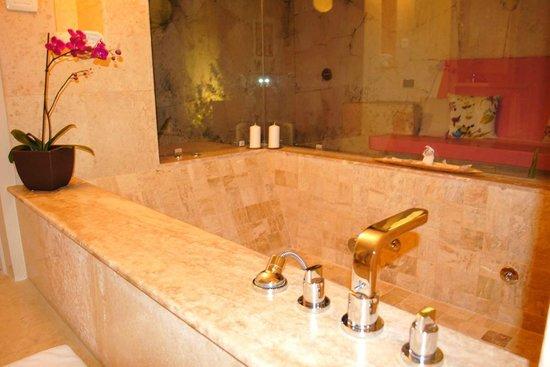 Baños Con Vista Al Exterior:Mas del baño, el jacuzzi con vista al exterior de la villa – Foto van