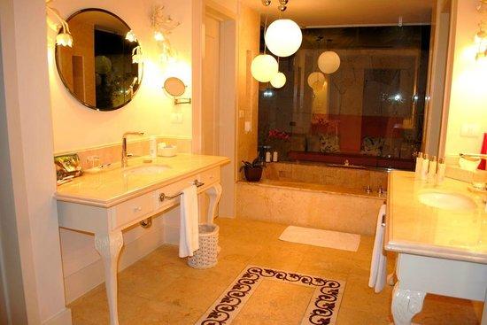 Eden Roc at Cap Cana: Lujoso baño