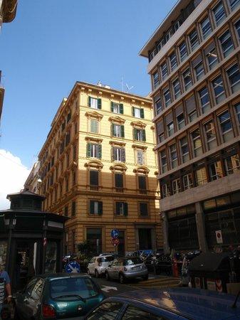 Agli Horti Sallustiani - bed & breakfast: The building on the left, b&b on fifth floor