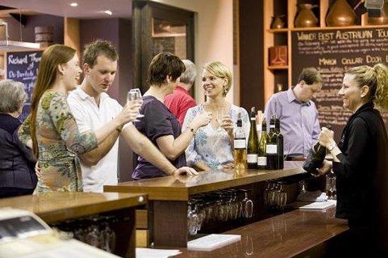 De Bortoli Winery & Restaurant: Tasting wines at De Bortoli cellar door