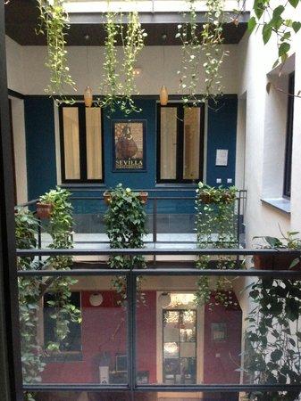 Oasis Backpackers Hostel Sevilla: Balcony