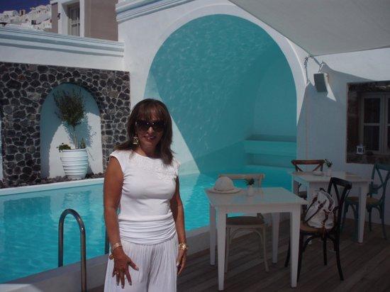 Iconic Santorini, a boutique cave hotel: LA PISCINA DIVINA