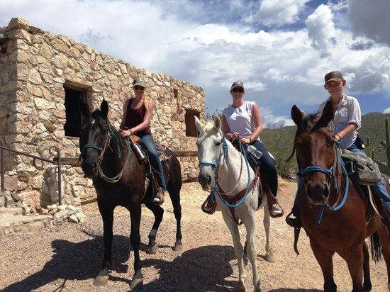 Tanque Verde Ranch: Great long rides across the mountains