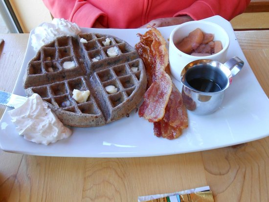 Little Toad Creek Inn & Tavern: Blue corn meal waffle