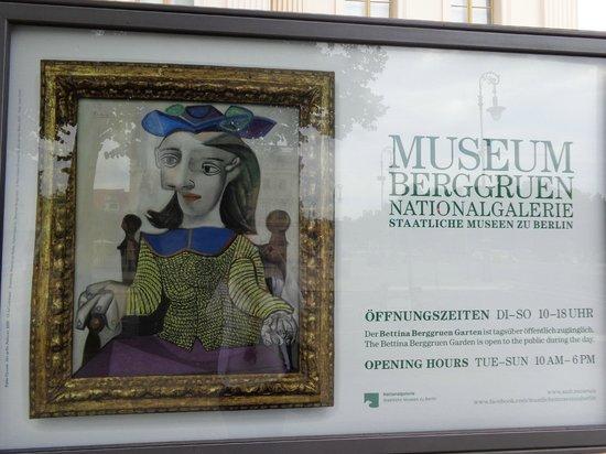 Museum Berggruen: Em frente ao Museu Berggruen