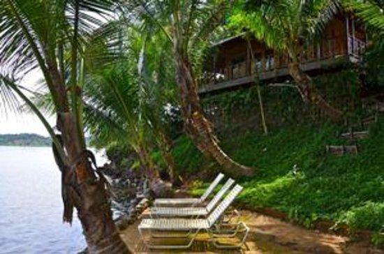 Garden of Eden Inn: Hangout area near where the entry dock is located.