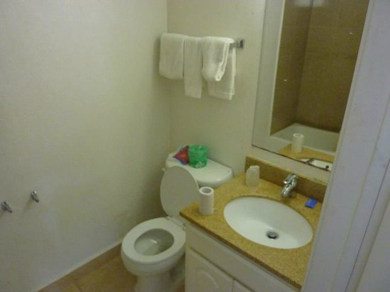 Civic Center Inn: Bathroom