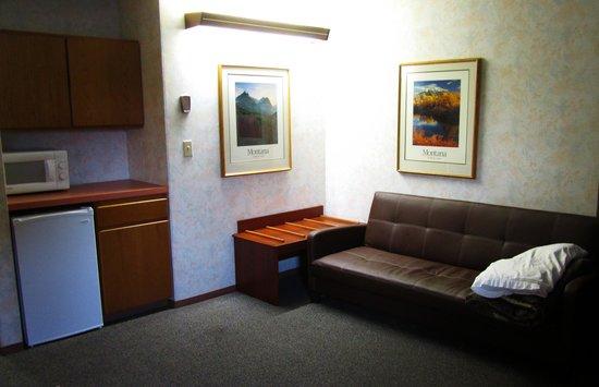 Travelodge Kalispell : futon, fridge, microwave