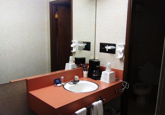 Travelodge Kalispell : bathroom