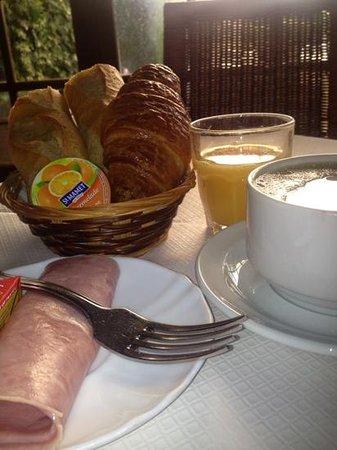 Hotel Anne De Bretagne : breakfast