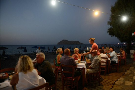 "Ilias Apartments: Dining on the Beach front restaurant of apartments ""Nisos"""