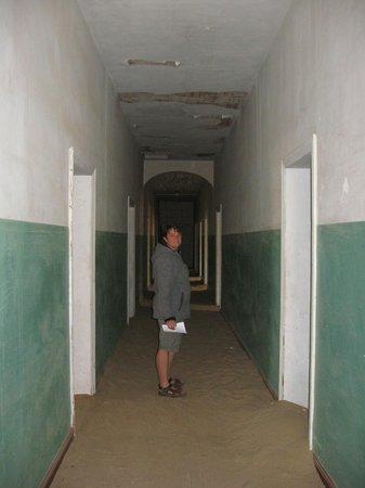 Le village fantôme de Kolmannskuppe : Ehemaliger Krankenhausflur.