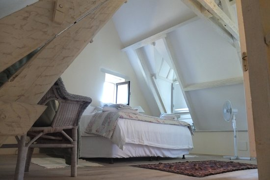 Maisons La Boissiere : Cosy room and comfy bed