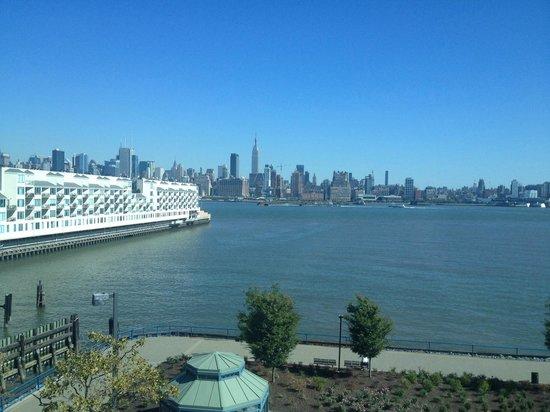 โรงแรมเชอราตั้นลินคอล์นฮาร์เบอร์: View from the 4th floor.