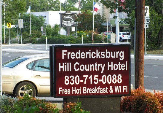 Fredericksburg Hill Country Hotel: sign
