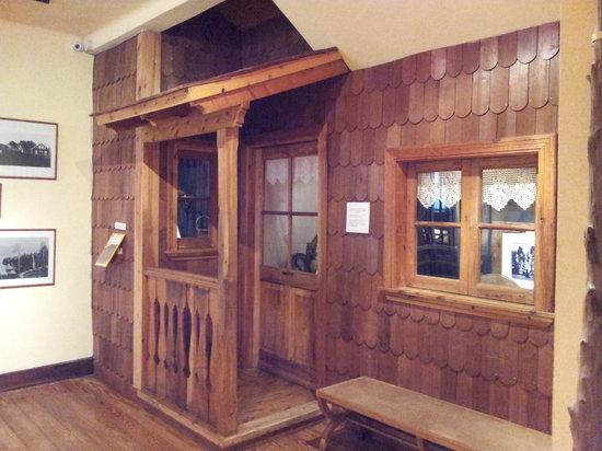 Museo de la Patagonia: Fachada de casa típica de principios del siglo pasado