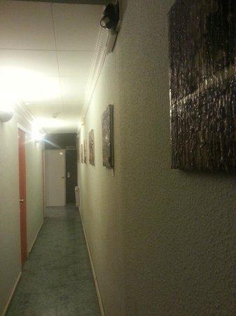 La Isla Hostal : Stranhe paintings))