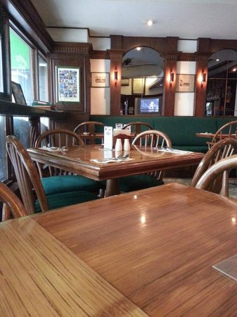 Murphy's Irish Pub and Restaurant: seating area, non smoking half of restaurant.  Smoking to the right behind a glass closed off ar