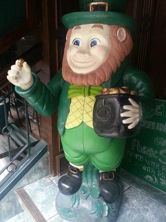 Murphy's Irish Pub and Restaurant: Cool Leprechaun @ the entrance