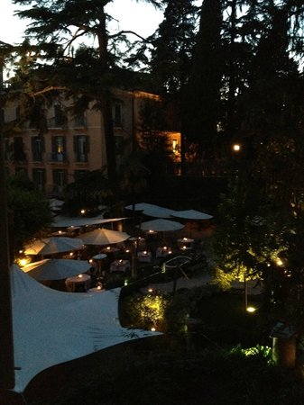 Hotel De Russie: Evening View of Courtyard from Suite