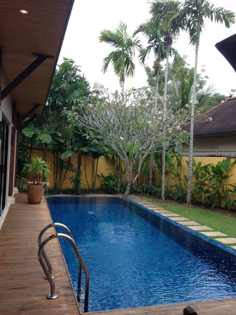 Two Villas Holiday, Oriental Style Layan Beach: Pool and garden