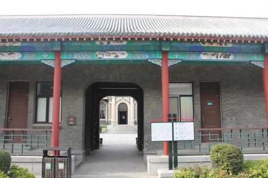 Puppet Emperor's Palace (Wei Huang Gong): Резиденция последнего императора Китая
