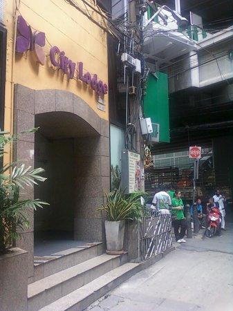 City Lodge Soi 9: ホテル入口