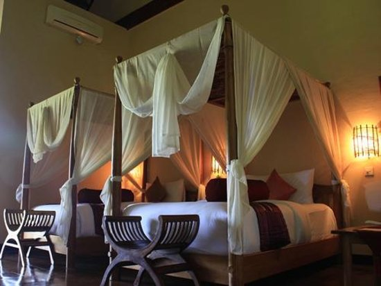 Junjungan Ubud Hotel and Spa: Room twin beds