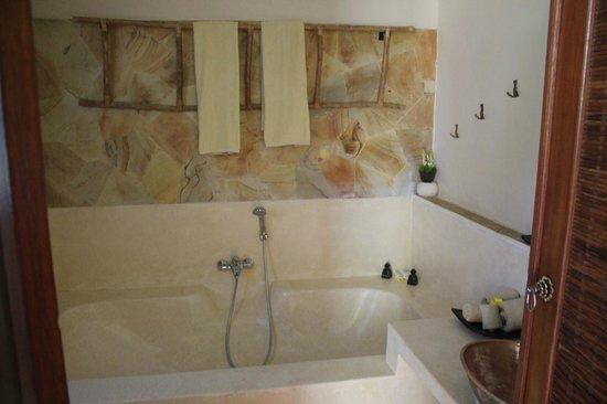 Junjungan Ubud Hotel and Spa: Sawah bathroom